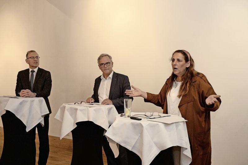 Kurze, aber angeregte Diskussion: Über die kantonale Volksabstimmung debattierten unter der Leitung von Peter Hardmeier (M.) der Schaffhauser Ständerat Hannes Germann und die Zürcher SP-Nationalrätin Jacqueline Badran. Bild Selwyn Hoffmann
