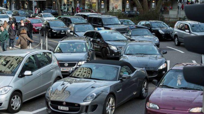 Stau in der Stadt Zürich bei der Sihlporte: Mit einem Ausbau des Gubrist-Tunnels gäbe es weniger Durchgangsverkehr durch die City. KEY