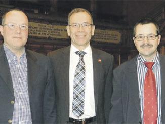 Der neue VGSH-Präsident Luc Schelker mit Ständerat Hannes Germann und seinem Vorgänger Lucien Brühlmann (v.l.n.r.), der nach neun Jahren zurückgetreten ist.