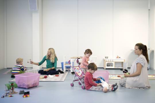 Der Ständerat unterstützt die Meldepflicht für Fachpersonen bei Verdacht auf Gefährdung des Kindswohls. (Bild Simon Tanner / NZZ)