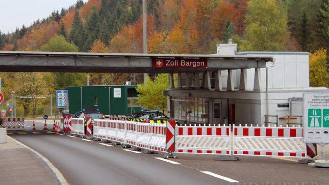 Das Schweizer Zollamt Bargen leiste hervorragend Arbeit bei der Abwicklung des Güterverkehrs, hieß es beim runden Tisch. Bild: Archiv