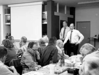 Hurter und Germann (rechts) stellen sich den Fragen ihrer Parteikollegen.Bild Rebecca Pfisterer