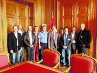 Hannes Germanns «Gemeinderegierung» – der Gemeinderat Thayngen – stattete dem Ständeratspräsidenten gestern einen Besuch im Bundeshaus ab. Auch solche Besuche aus der Heimat gehören zu seinem Amtsjahr.Bild zvg