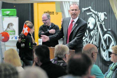 Ständerat Hannes Germann sprach an der «Happy Birthday Helvetia»-Party in der RockArena in Herblingen. Bild Michael Kessler