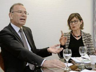 Milchkuh-Debatte auf der SN-Redaktion: Ständerat Hannes Germann (SVP) und Nationalrätin Martina Munz (SP).Bild Selwyn Hoffmann