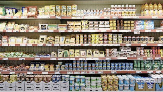 Die Auseinandersetzung um hohe Importpreise ist eine alte: Die Initianten der Volksinitiative «Stop der Hochpreisinsel – für faire Preise» – zu denen auch der Schaffhauser Ständerat Hannes Germann (SVP) gehört – wollen dem «Schweiz-Zuschlag» nun den Garaus machen.Bild Key