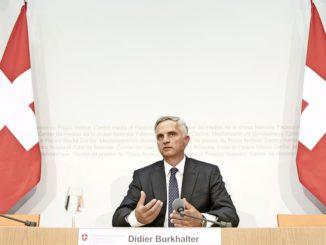 Bei der gestrigen Pressekonferenz: Didier Burkhalter erläutert, warum er sein Amt als Bundesrat niederlegt.Bild Key