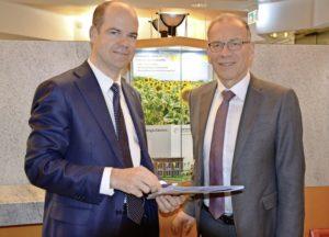 Direktor Beat Stöckli (l.) und VR-Präsident Hannes Germann sind zufrieden. BILD MARK SCHIESSER