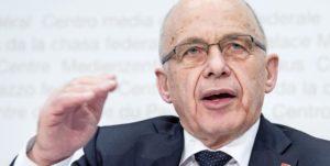 Der Bundesrat hat gestern eine überarbeitete Unternehmenssteuerreform vorgelegt. Finanzminister Ueli Maurer warnt vor einem Scheitern, die Folgen wären «dramatisch». BILD KEY