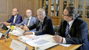 Hannes Germann, EKS-Vize, Regierungsrat und EKS-Präsident Martin Kessler, Prof. Roland Müller und Rechtsanwalt Felix Ludwig. BILD SELWYN HOFFMANN