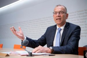 Der Schaffhauser Ständerat Hannes Germann an der Pressekonferenz vom Freitag zum Finanzausgleich (Bild: Keystone/Anthony Anex)