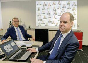 Hannes Germann (l.) und Beat Stöckli blicken auf ein erfolgreiches Geschäftsjahr 2018 der Ersparniskasse Schaffhausen zurück. BILD SELWYN HOFFMANN