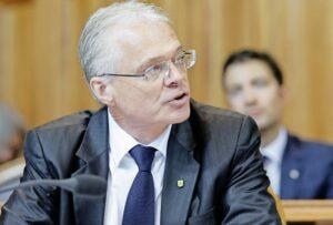 Der Schaffhauser Thomas Minder (parteilos) stellte im Ständerat einen Einzelantrag, um zu erreichen, dass Terroristen künftig auch in unsichere Staaten ausgeschafft werden. BILD KEY