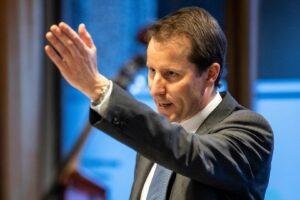 Parteikollegen werfen SVP-Fraktionschef Thomas Aeschi vor, er habe zu lange stur am Nein zur AHV-Steuervorlage festgehalten. (Bild: Alexandra Wey / Keystone)