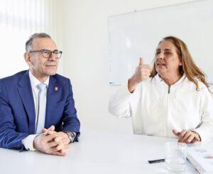 Hannes Germann und Jacqueline Badran führen eine angeregte Debatte über die Initiative «Mehr bezahlbare Wohnungen». BILD MELANIE DUCHENE