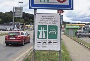 Pendler aus dem Hegau ärgert, dass sie für den kurzen Strassenabschnitt zwischen Thayngen und Herblingen eine Vignette benötigen. Manche suchen sich jetzt Schleichwege durch Thayngen. BILD ZVG
